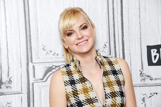 4. Anna Faris: Party of One